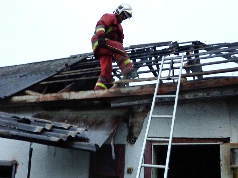 На Іршавщині пожежники врятували від знищення житловий будинок (ФОТО)