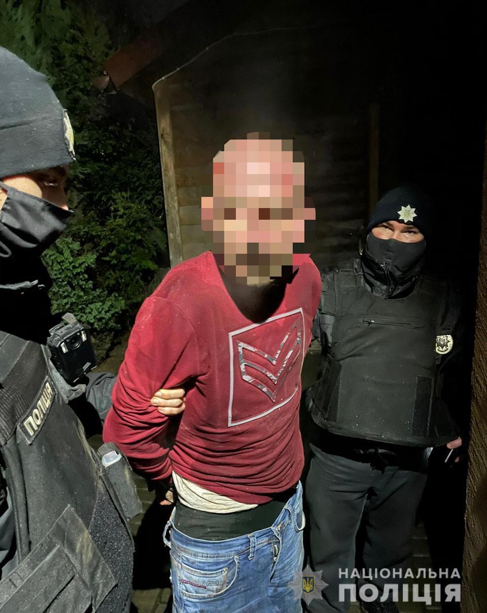 Чоловіка, підозрюваного в убивстві двох малолітніх дітей на Тячівщині, триматимуть під вартою