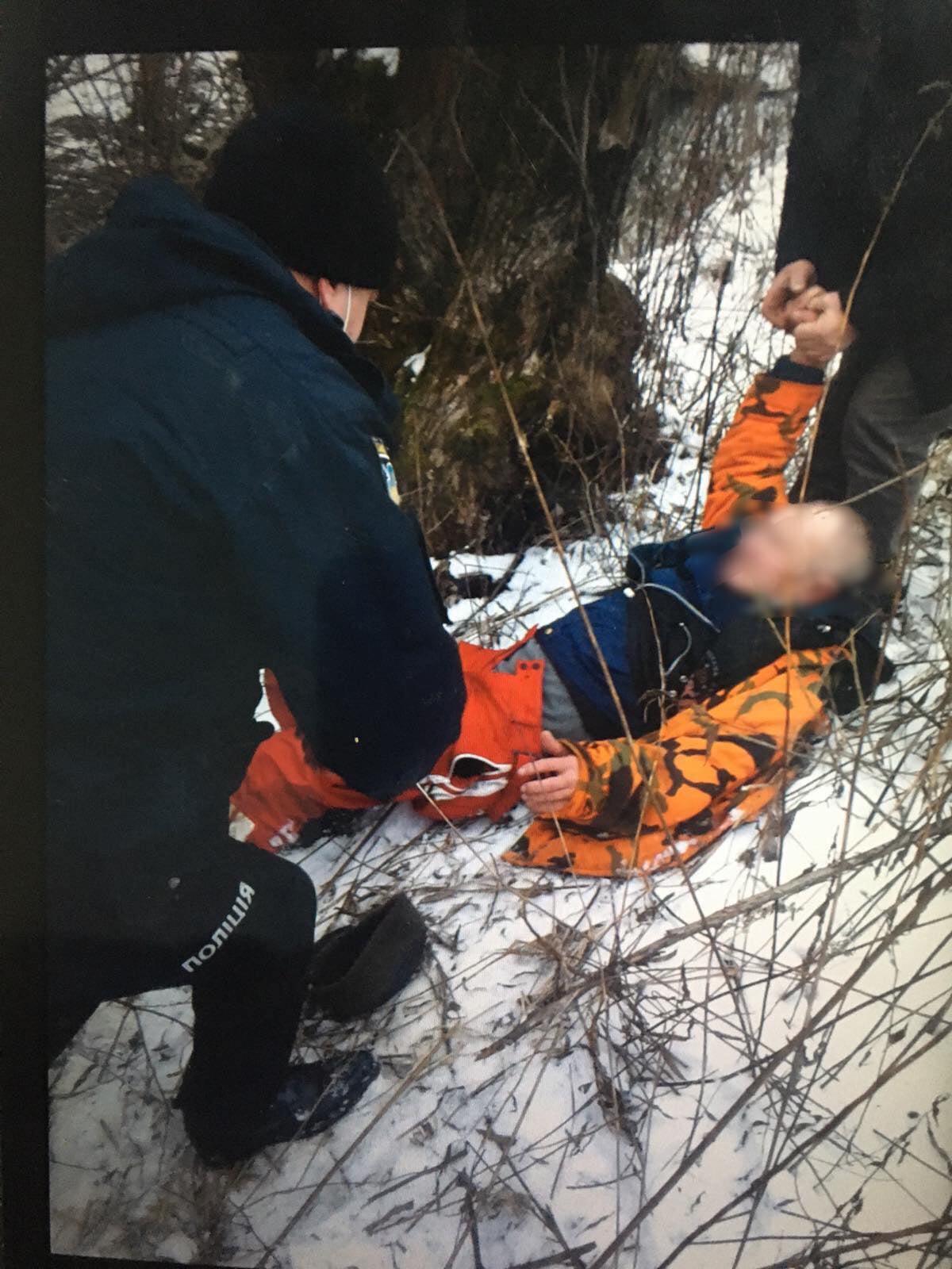 На Тячівщині врятували чоловіка, що пішов на риболовлю, впав у річку і не міг вибратися (ФОТО)